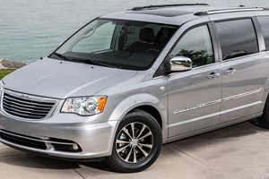 chrysler minivan under recall