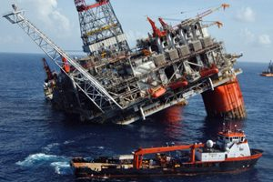 Deepwater Horizon Oil Rig Sinks