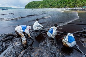 BP Containing Oil Spill