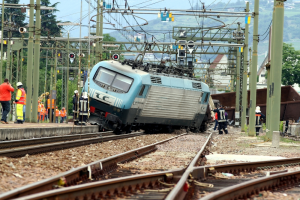 train derails and crashes
